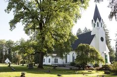 Visit the historic (and romantic) Old Scotch Church along the Vineyard and Valley Scenic Tour Route.