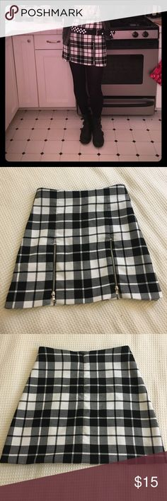 """🤘🏻 Punk rock plaid skirt 🤘🏻 Classic black and white print with an edgy twist. The zippers in the front are functioning if you want to reveal a little more leg! /// Waist approx. 25"""" length approx. 15"""" Zara Skirts Mini"""