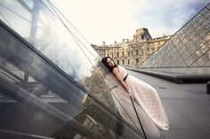 Ophelia Photography. Beautiful Paris photoshoot at the Louvre