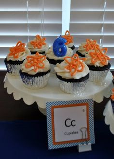 Check out these cupcakes from a Science Lab Birthday Party! Could also make these beakers Science Cake, Mad Science Party, Mad Scientist Party, Birthday Cupcakes, Birthday Party Themes, 9th Birthday, Party Time, Party Colors, Birthdays
