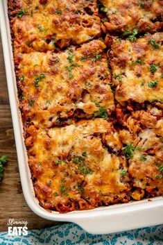 This Mouthwatering Syn Free Bolognese Pasta Bake will impress the whole family - rich bolognese meat sauce coated pasta topped with delicious cheesy goodness. Slimming World Pasta Bake, Slimming World Recipes Syn Free, Slimming Eats, Slimming Word, Chicken And Bacon Pasta Bake, Easy Chicken Dinner Recipes, Easy Pasta Recipes, Slow Cooker Recipes, Beef Recipes