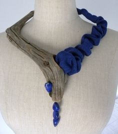 Eliane Amalric - collier bois flotté, soie sauvage indigo, lapis lazuli