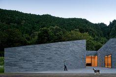 Centro de Interpretación en Lagoa das Furnas / Aires Mateus