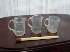 Lasikannuja kardemumma putkilosta Small Things, Mugs, Tableware, Creative Crafts, Miniatures, Creativity, Dinnerware, Tumblers, Tablewares