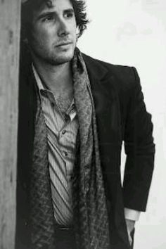 *dies* WHERE HAS THIS PHOTO BEEN ALL MY LIFE!?!?! I NEED IT NOW!!! Josh Groban, you are too gorgeous. You take my breathe away.