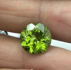 Gemma peridolto tondo ct.8,00 olivina           cleopatrartstones Silicate Minerals, Peridot, Baroque, Silver Rings, Green, Color, Jewelry, Colour, Jewels