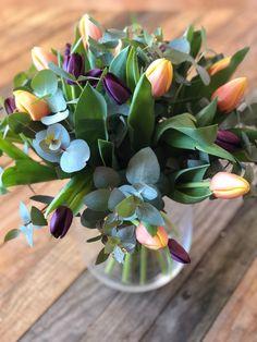 Tulips Flowers, Dried Flowers, Spring Flowers, Beautiful Flowers, Tulpen Arrangements, Floral Arrangements, Planting Bulbs, Planting Flowers, Ikebana