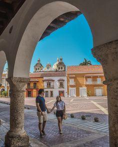 Los 10 lugares más fotogénicos de Cartagena - Peeking Places Foto Pose, Law Of Attraction, Louvre, America, Couples, Building, Places, Photography, Travel