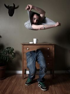 going to attempt this in photoshop. Levitation Photography, Surrealism Photography, Photoshop Photography, Photography Poses, Creative Portraits, Creative Photos, Photography Projects, Creative Photography, Photoshop Images