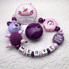 Ahşap ve organik boya ile bebek sağlığına zararsız isimli emzik zinciri.. sipariş için: whatsapp 0553 741 74 13 www.bebek26.com Pacifier Holder, Diy And Crafts, Babies, Crochet, Amigurumi, Kids Wear, Clearance Toys, Babys, Baby