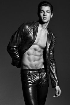 Canadian guy in his late Mens Leather Pants, Tight Leather Pants, Leather Jackets, Men's Leather, Models Men, Shirtless Men, Young Fashion, Sensual, Leather Fashion