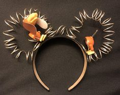 Slinky Dog Mickey Ears - The Trend Disney Cartoon 2019 Deco Disney, Disney Minnie Mouse Ears, Diy Disney Ears, Cute Disney, Walt Disney, Diy Mickey Mouse Ears, Disney Ears Headband, Disney Headbands, Silhouettes Disney