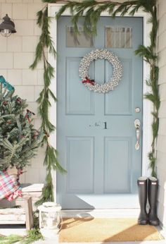 A Long Island cottage gets a farmhouse-style treatment for the holidays.