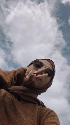Hijabi Girl, Girl Hijab, Aesthetic Women, Aesthetic Girl, Hijab Hipster, Hijab Style Tutorial, Cute Selfie Ideas, Poses Photo, Hijab Cartoon