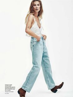 Erin Wasson keeps it casual on the April 2016 cover of TELVA Magazine. The American model wears a ruffle embellished shirt and high-waist jeans in the image… Erin Wasson, Pepe Jeans, Miu Miu, Tomboy Street Style, Daily Fashion, Spring Fashion, Estilo Denim, Boyfriend Fit Jeans, Spring Summer Trends