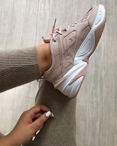 Nike Tekno Damen Sneaker - - For all women out there Sneakers Mode, Girls Sneakers, Best Sneakers, Sneakers Fashion, Nike Women Sneakers, Nike Trainers, Nike Fashion, Womens Fashion, Fashion Trends