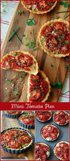 Mini Pies de tomate! cebolla caramelizada, queso mosarella, albahaca