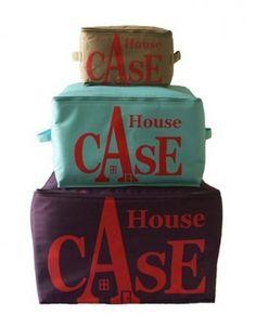 """Rangement """"House Case"""" Pratique, le coffre de rangement, en toile polyester avec fermeture éclair sur le dessus et deux anses sur chaque côté pour les déplacer facilement, Bensimon.  Coloris: écru, bleu, kaki, rouge, beige, bleu gris, à partir de 18€, Kraft-decoline.com www.kraft-decoline.com"""