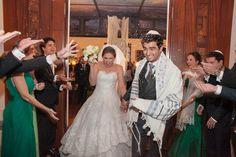 Casamento judaico:  comemoração no fim da celebração - Foto Jared Windmuller Fotografia