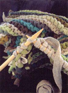 Tapete de camiseta usada, aprenda como fazer :    Continue tricotando normalmente até chegar no comprimento desejado
