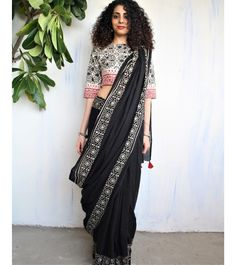 New Arrivals – Block Printed Mul Cotton Saree by Chidiyaa Women's Dresses, Indian Dresses, Indian Outfits, Indian Clothes, Black And White Saree, Black Saree, Red Saree, Bollywood Saree, Plain Black