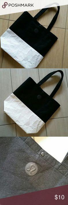 🌹🌺Lululemon shopping  bag🌺🌹 In pre loved conditions.  Bottom part is like plastic.. lululemon athletica Bags
