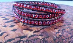 Bracelet wrap triple tour et perles en cristal rouge par vicetleo, €39,00