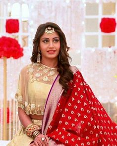 Anika Khidkitod khubsurat Indian Bridal Outfits, Indian Bridal Wear, Indian Designer Outfits, Indian Dresses, Indian Wear, Latest Saree Blouse, Saree Blouse Designs, Anika Dresses In Ishqbaaz, Surbhi Chandna