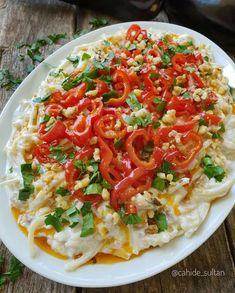 ULT ❤ ♨ SULTAN SALAD / Ingredients: A cup of homemade noodles 2 roasted eggplants 2 cups yogurt 2 cloves of garlic 2 red peppers pepper half tea cup olive oil Salt 1 tea cup ground walnut A pinch of parsley. Salad Menu, Salad Dishes, Cottage Cheese Salad, Great Salad Recipes, Turkish Recipes, Ethnic Recipes, Seafood Salad, Dinner Salads, Salad Ingredients