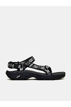 191b5c2fb4a1 16 Best Women s Athletic Sandals images