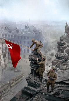 """""""It's Victory in Europe Day, a day celebrating the defeat of the Nazis 75 years ago. It is often portrayed as if it was only the US & UK-led forces that defeated Germany but the role of the Soviet Union was crucial in defeating the Nazis. Military Art, Military History, Communist Propaganda, Military Drawings, Soviet Art, War Photography, Red Army, World War Two, Historical Photos"""