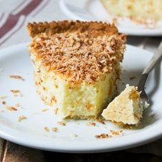 Homemade Coconut Custard Pie (in Portuguese)