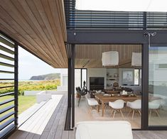 The Tuatua House in New Zealand by Julian Guthrie is a spectacular modern holiday home that is worth a couple of minutes of your time. Interior Architecture, Interior And Exterior, Interior Design, Easy House Plants, Wood Cladding, Waterfront Homes, House Goals, Contemporary Interior, House Design