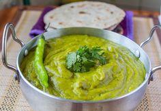 Pithla (Spicy garbanzo bean flour gravy)- An authentic Maharashtrian delicacy Indian Dal Recipe, Indian Veg Recipes, Vegetarian Recipes, Ethnic Recipes, Garbanzo Bean Flour, Maharashtrian Recipes, Veg Biryani, Bean Recipes, Cooking Light