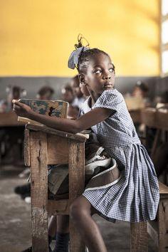 13 Stunning Photos That Capture The Spirit Of The Women Of Haiti We Are The World, People Of The World, Precious Children, Beautiful Children, Haitian Art, Haitian Flag, African Children, Art Children, Portraits