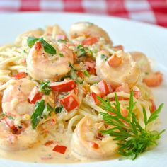 Spicy Creamy Garlic Shrimp Pasta -Make this creamy garlic shrimp pasta recipe as spicy or mild as you like; an ideal quick & easy workday meal but impresses enough for a fancy dinner party.