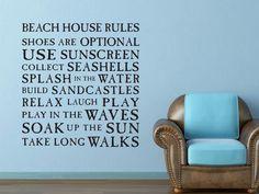 """Un message à personnaliser pour décorer ses murs. En français cela donnerait : """"Règles de la maison : chaussures en option, utiliser de la crème solaire, sauter dans l'eau, construire des châteaux de sable, se relaxer, rire, jouer, s'amuser dans les vagues, prendre un bain de soleil, se promener"""""""