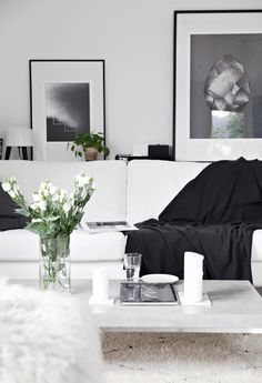 #Cozy and #stylish #living #room in #black and #white // #Gemütliches und #stilvolles in #Schwarz und #Weiß