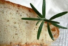 Burgonyás-rozmaringos kenyér:  http://www.nosalty.hu/recept/burgonyas-rozmaringos-kenyer