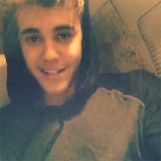 <3 that smile<3 Click on it once and then click on it again it moves <3 he is singing to you