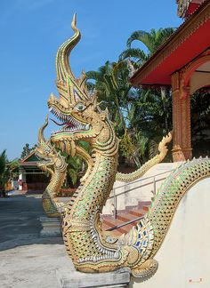 2013 Photograph, Wat Si Chum Naga emerging from the mouth of a Makara (Sea Dragon), Ban Klang, Mueang Lamphun, Lamphun, Thailand, © 2016. ภาพถ่าย ๒๕๕๖ วัดศรีคำ นาคโผล่ออกมาจากปากของมกร บ้านกลาง เมืองลำพูน ลำพูน ประเทศไทย