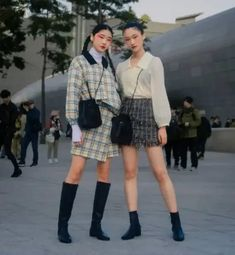 Japanese Street Fashion Trends That You Should Start Wearing Now Anti Fashion, Mens Fashion, Fashion Tips, Fashion Trends, Japanese Streets, Japanese Street Fashion, High Fashion Looks, Street Style Trends, Trendy Outfits