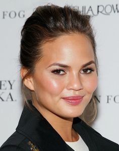 Chrissy Teigen with a soft flush and sleek updo. I like how the front looks where it poofs up a bit Pulled Back Hairstyles, Sleek Hairstyles, Beauty Makeup, Hair Makeup, Hair Beauty, Round Face Makeup, Sleek Updo, Natural Makeup Looks, Natural Beauty