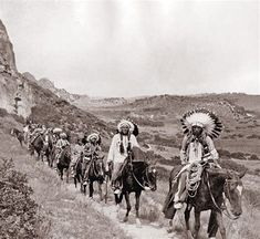Comanche Indians in Palo Duro Canyon photograph taken on JA ranch Buffalo hunt with Teddy Roosevelt, Charles Goodnight, Chief Quannah Parker, and Big Tree Lone Wolf Sr. Hunt was staged for Edison film crew. Native American Pictures, Native American Tribes, Native American History, American Indians, Indiana, Comanche Indians, Pierre Brice, Native Indian, First Nations