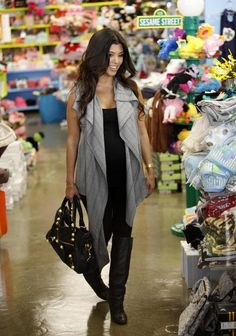 Kourtney Kardashian Photo - Kourtney Kardashian Shopping At Kitson Kids