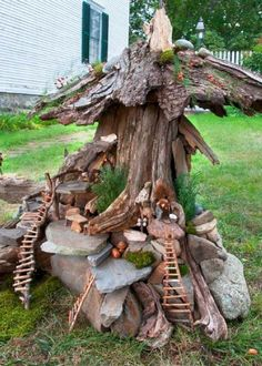 20 beautiful tree stump planter ideas for the garden- 20 schöne Baumstumpf-Pflanzer-Ideen für den Garten We are often faced with the problem of sawing stumps of old or sick lo - Fairy Tree Houses, Fairy Village, Fairy Garden Houses, Gnome Garden, Fairies Garden, Garden Path, Garden Trees, Tree Stump Planter, Tree Stumps