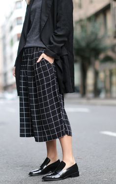 How to Wear Culottes - Street Style Inspiration - Missguided Street Style Inspiration, Inspiration Mode, Style Ideas, Mode Outfits, Fashion Outfits, Fashion Trends, How To Wear Culottes, Culottes Outfit, Mode Blog