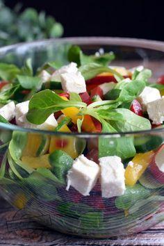 Raw Food Recipes, Salad Recipes, Chicken Recipes, Great Dinner Recipes, Healthy Dinner Recipes, Side Salad, Caprese Salad, Feta, Food And Drink