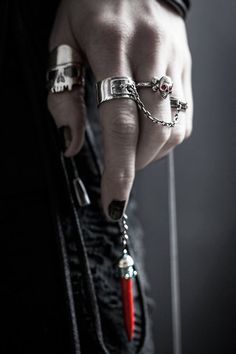 ☠ SKULL  rings