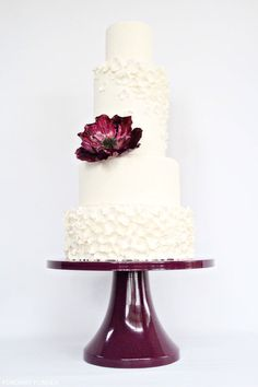 We're swooning over this confectionery concoction that features simple tiers dressed up with a single floral accent. So chic!